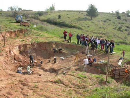 Fouilles à la recherche de fossiles de dinosaure à Cruzy (Hérault).