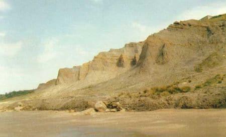 Falaises des Vaches Noires, où des fossiles de dinosaures français du Jurassique moyen ont été découverts.