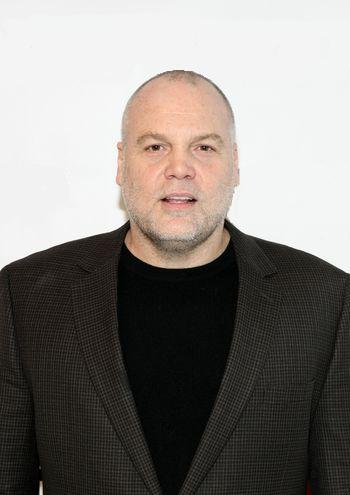 Vic Hoskins (Vincent D'Onofrio ).
