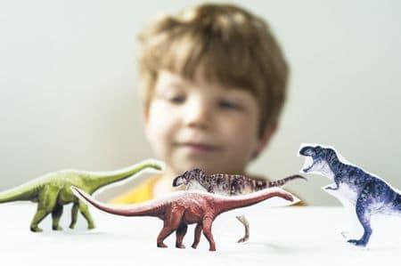 Les enfants aiment les dinosaures.