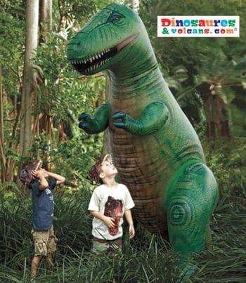 Dinosaure gonflable pour enfant.